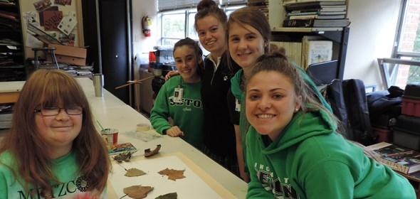 Seton students work with Metzcor individuals to create art